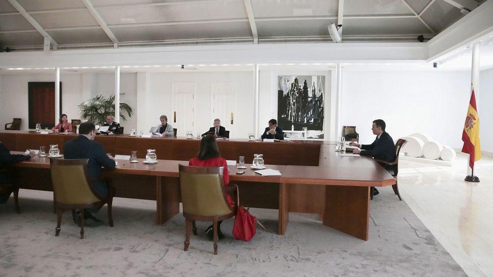 Foto: El presidente del Gobierno, Pedro Sánchez (d), ha presidido esta mañana la reunión del Comité Técnico de Gestión del Coronavirus. (EFE)