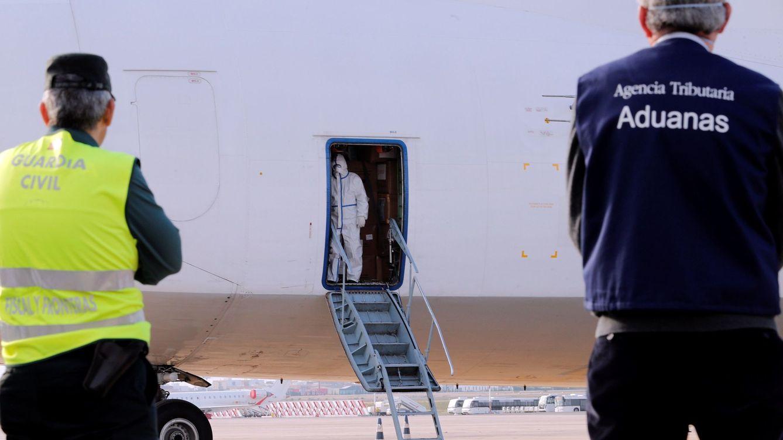 Detenido en Palma un pasajero de un avión que arrancó la oreja de un mordisco a otro