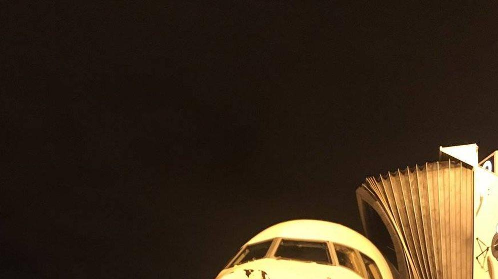 Foto: Así quedó el morro del avión en el que viajaban los Thunder. (FOTO: @alexabrines / Twitter)