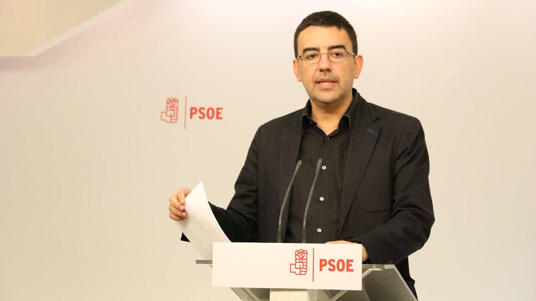 Foto: Mario Jiménez, portavoz de la gestora del PSOE, durante su comparecencia ante los medios para valorar el barómetro del CIS, este 9 de mayo en Ferraz. (PSOE)
