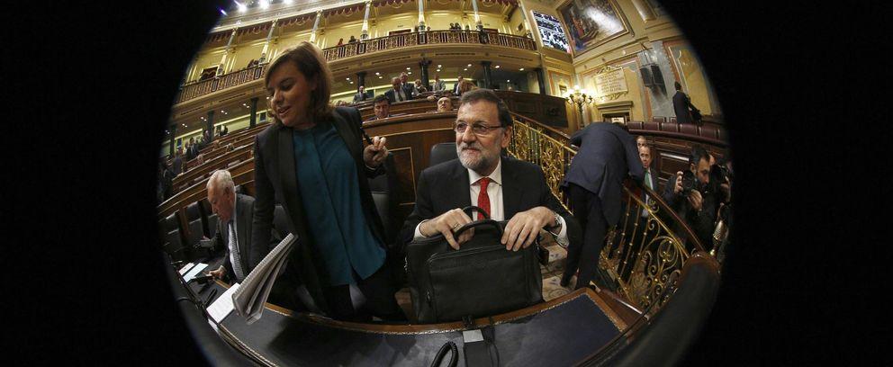 Foto: El presidente Mariano Rajoy junto a Soraya Saénz de Santamaría (Reuters)