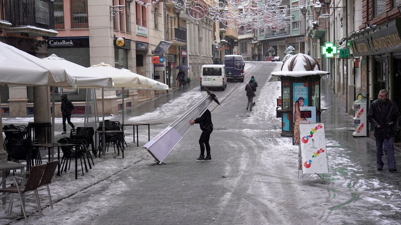 Calles despejadas en el centro de Teruel. (EFE)