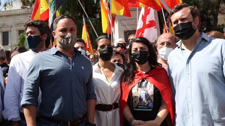 Foto: Santiago Abascal, junto con otros dirigentes de Vox. (EFE)