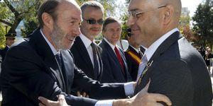 Foto: El director de la Vuelta, un banquero y un canónigo 'pillan' la cruz al Mérito Policial