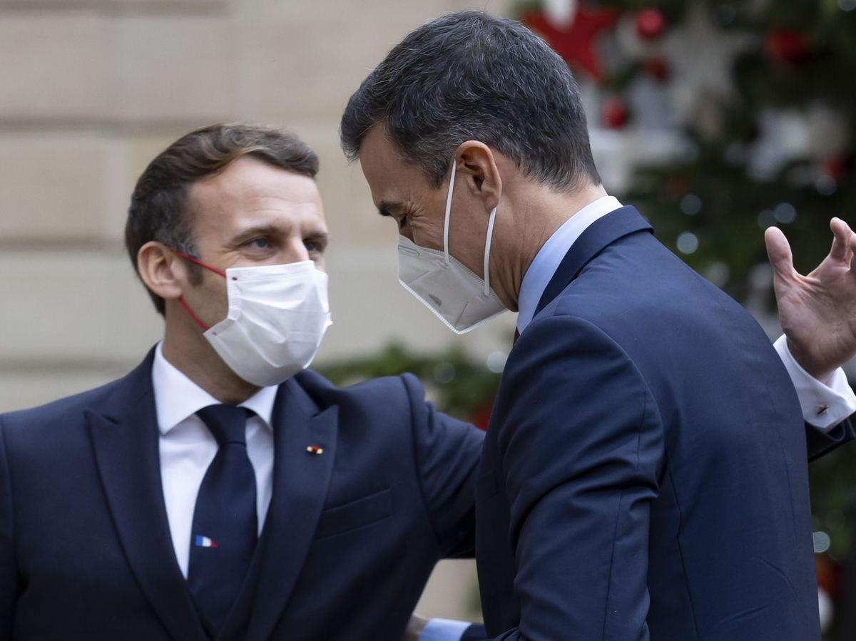 Foto: El encuentro entre Sánchez y Macron en París, este lunes 14 de diciembre. (EFE)