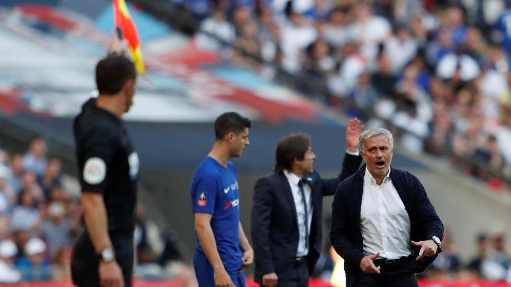 Foto: Morata, en el momento de salir en la final de la FA Cup contra el Manchester United de José Mourinho. (Efe)