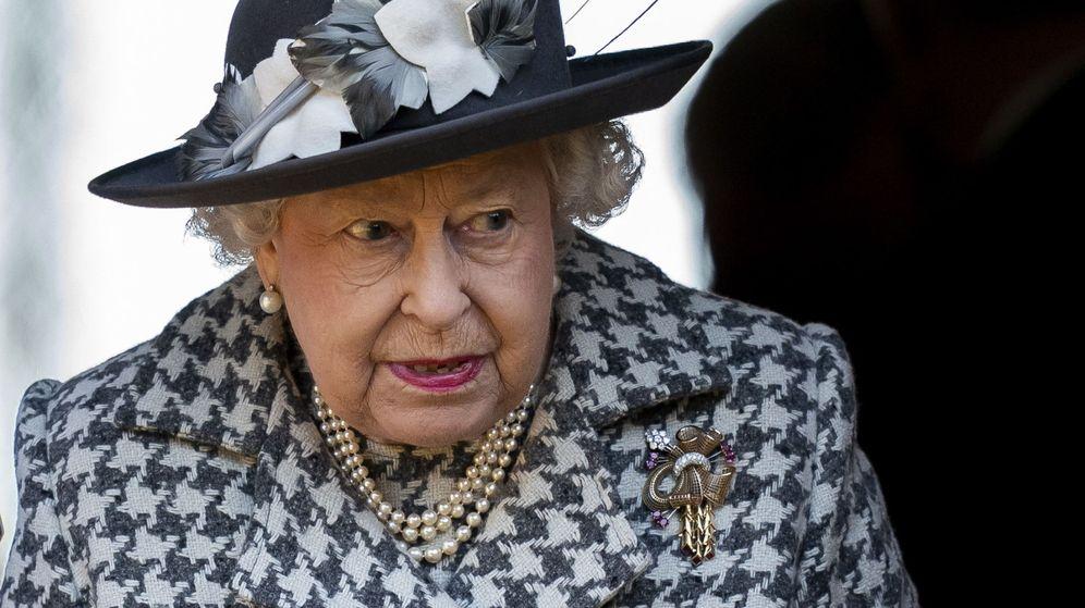 Foto: La reina Isabel II saliendo de la iglesia de Sandringham. (EFE)
