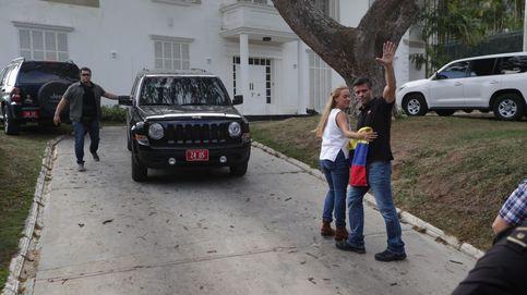 Efectivos del Sebin, frente a la residencia del embajador español en Venezuela