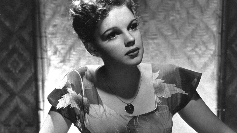 Judy Garland en una foto de estudio. (Cordon Press)