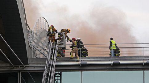 Cancelados 35 vuelos y cerrado el tráfico aéreo en Alicante por un incendio