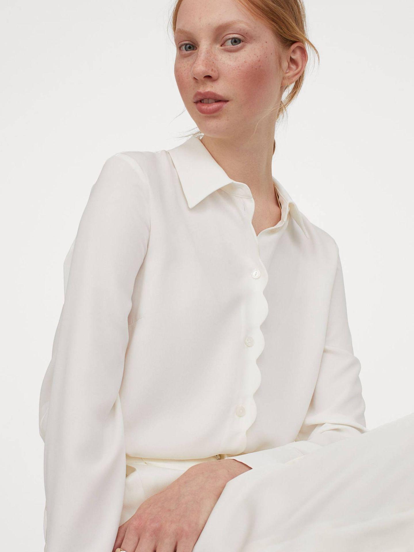 Blusas blancas de HyM que desearás tener cuanto antes. (Cortesía)