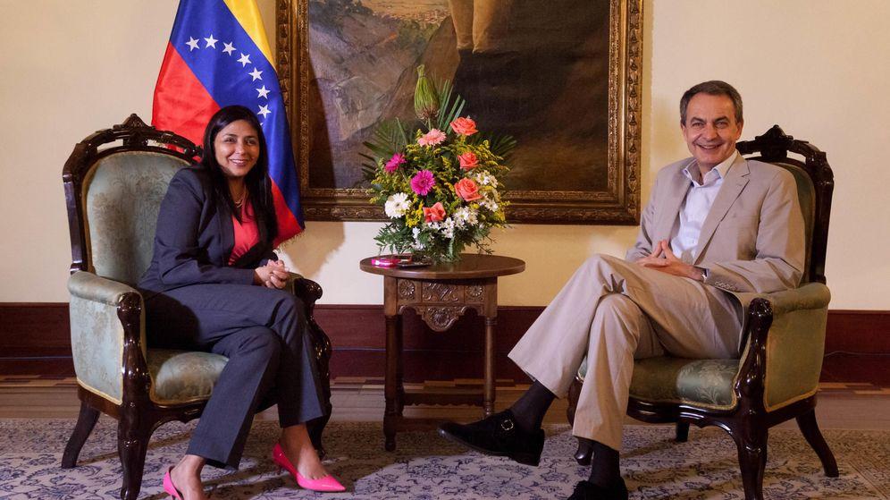 Foto: El expresidente José Luis Rodríguez Zapatero junto a la ministra venezolana Delcy Rodriguez. (Efe)