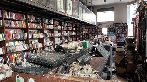 Una librería en llamas: así ha ardido Proteo, templo cultural de Málaga
