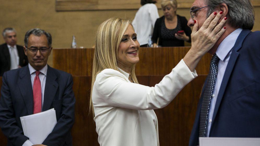Foto: La presidenta de la Comunidad de Madrid, Cristina Cifuentes, y el portavoz del grupo del PSOE, Ángel Gabilondo. (EFE)