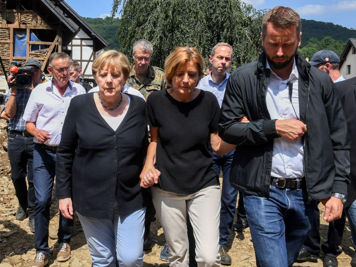 Foto: Angela Merkel durante su visita a la población de Schuld. (EFE)