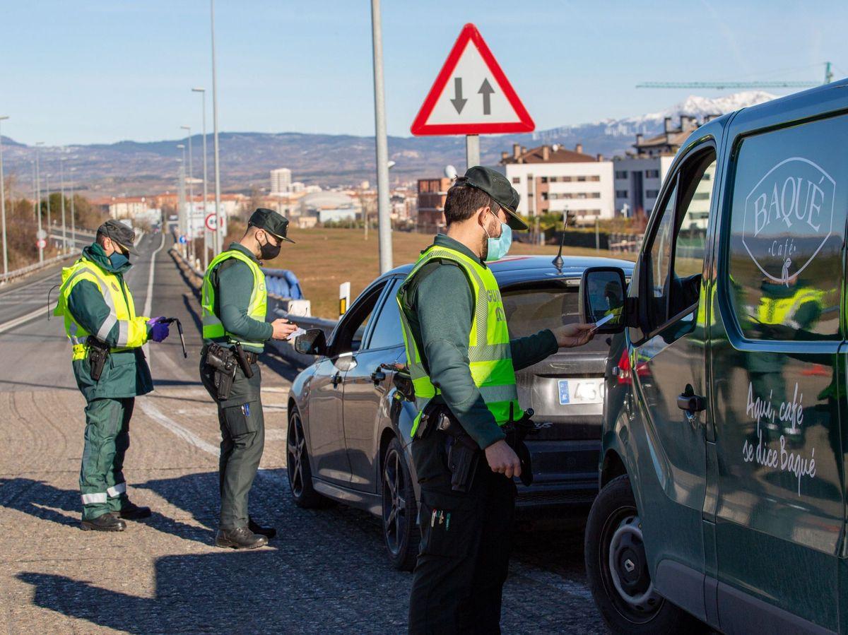 Foto: Control policial en Logroño. (EFE)
