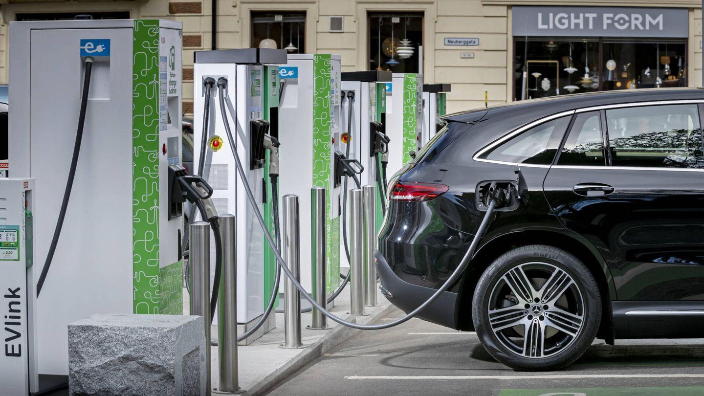 La implementación rápida del coche eléctrico requiere infraestructuras y también apoyar las ventas de estos vehículos.