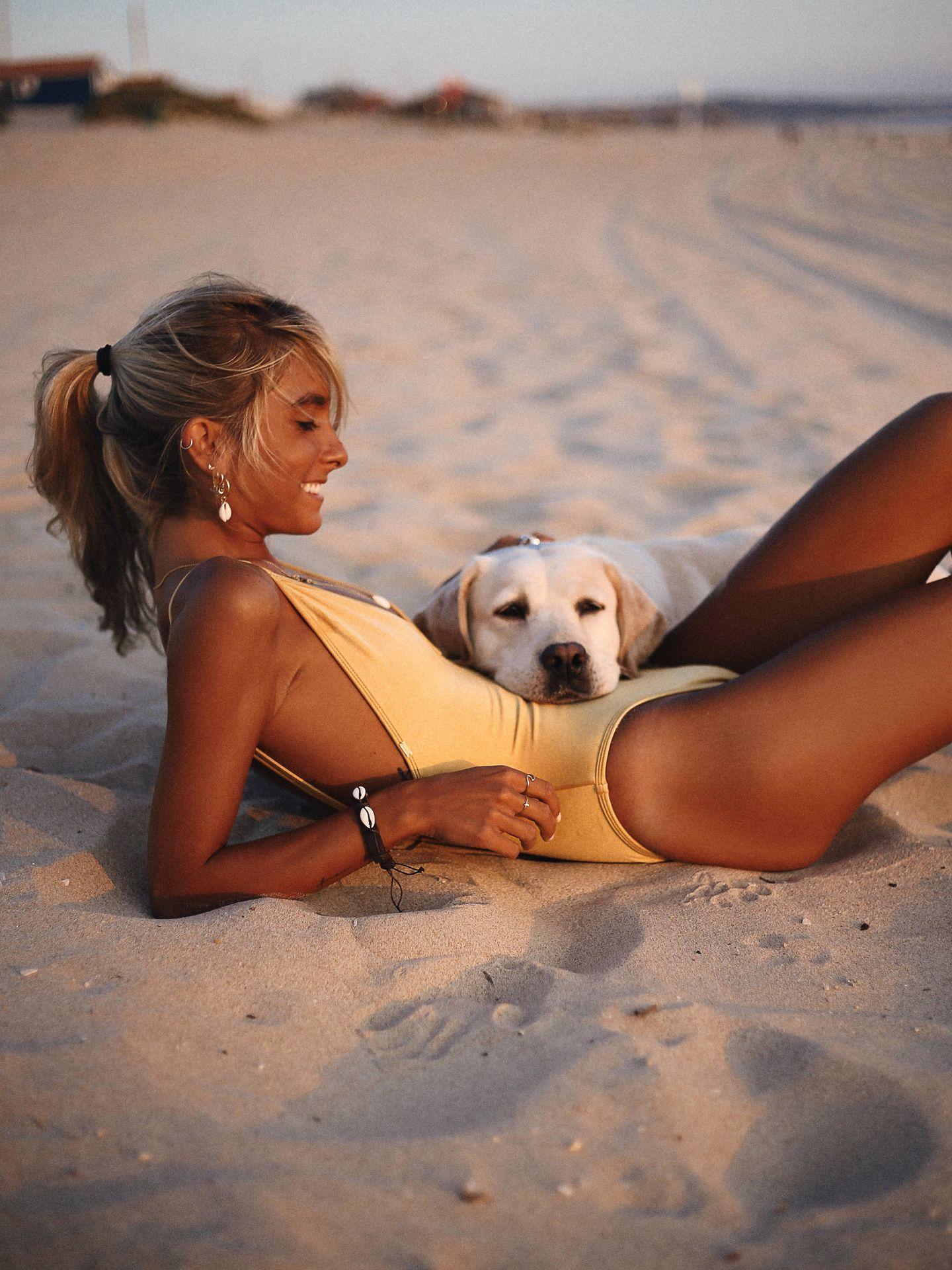Paula Argüelles desconecta con la compañía de su perra. (Cortesía Go Talents)