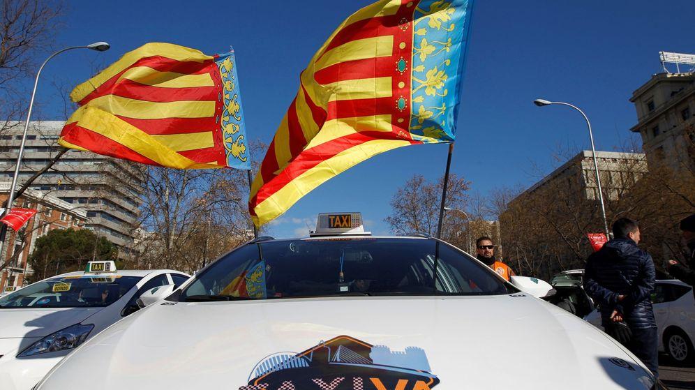 Foto: Taxistas valencianos en una concentración en Madrid. (EFE)