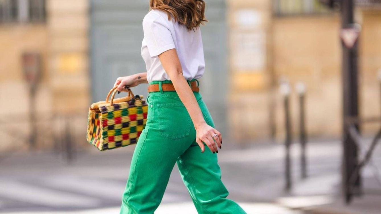 Pantalones vaqueros de colores para llenar de optimismo tus looks