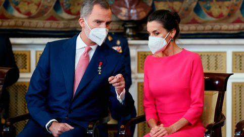 Letizia estrena vestido y diseñador: Moisés Nieto entra en su armario con este diseño rosa