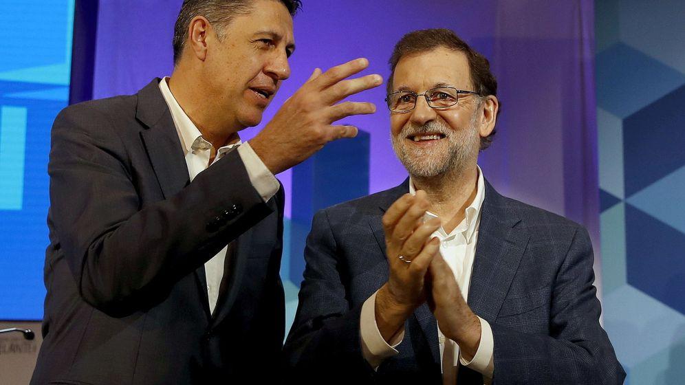 Foto:  El presidente del PP y del Gobierno, Mariano Rajoy (d), junto al nuevo presidente del PPC, Xavier García Albiol (i). (EFE)