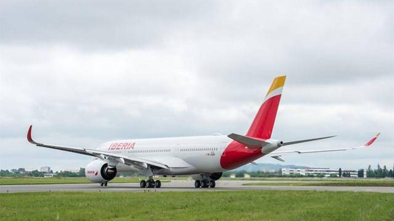 Un avión de Iberia aterriza de emergencia en Boston: El motor olía a quemado