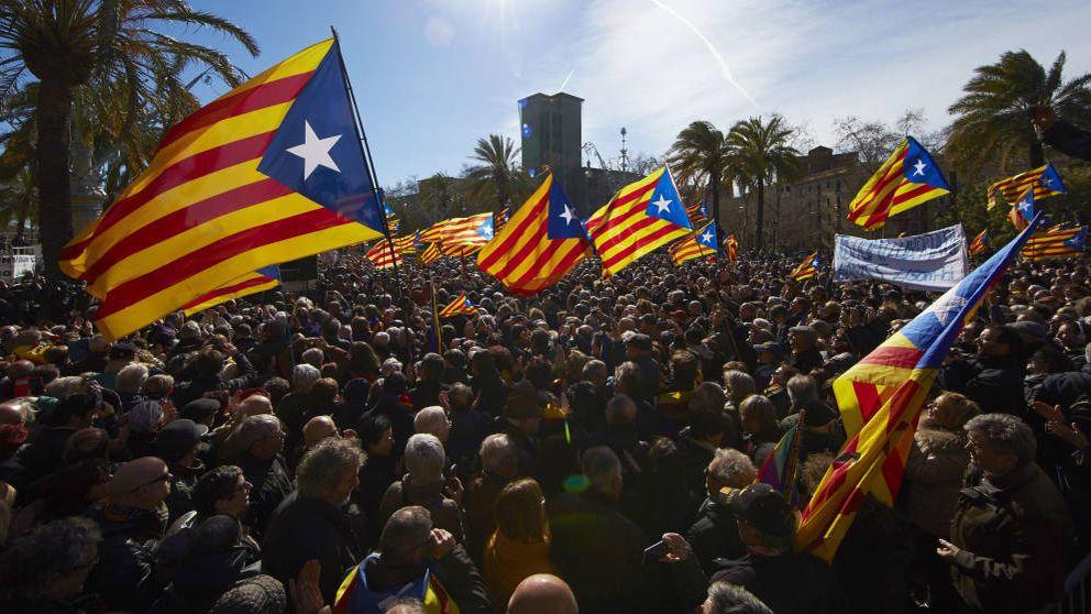 La Generalitat estudia recurrir a parados para que organicen el referéndum
