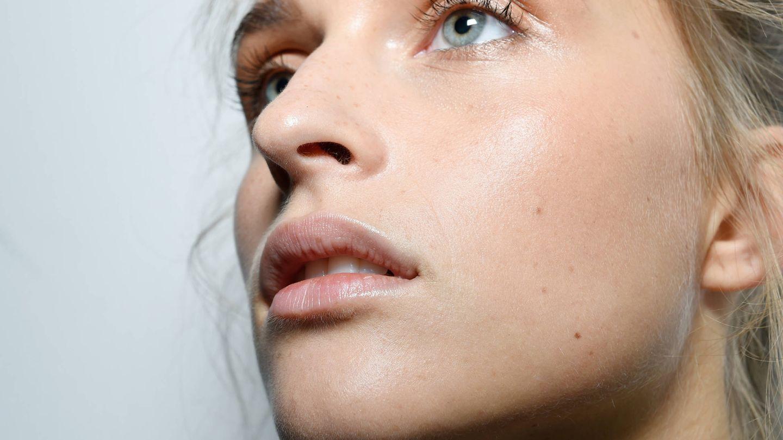 El sustento de una piel 'flawless' está en un corrector que también ilumine.  (Imaxtree)