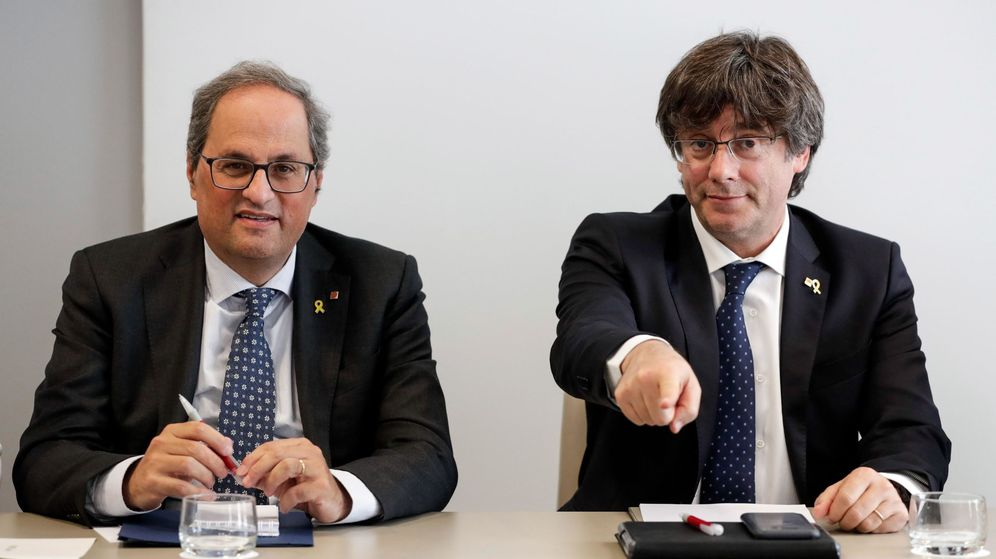Foto: El presidente de la Generalitat de Cataluña, Quim Torra (i), y su antecesor en el cargo, Carles Puigdemont. (EFE)