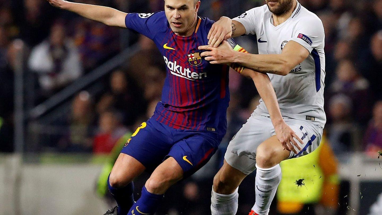 Iniesta forzó para llegar a tiempo al partido contra el Chelsea. (EFE)