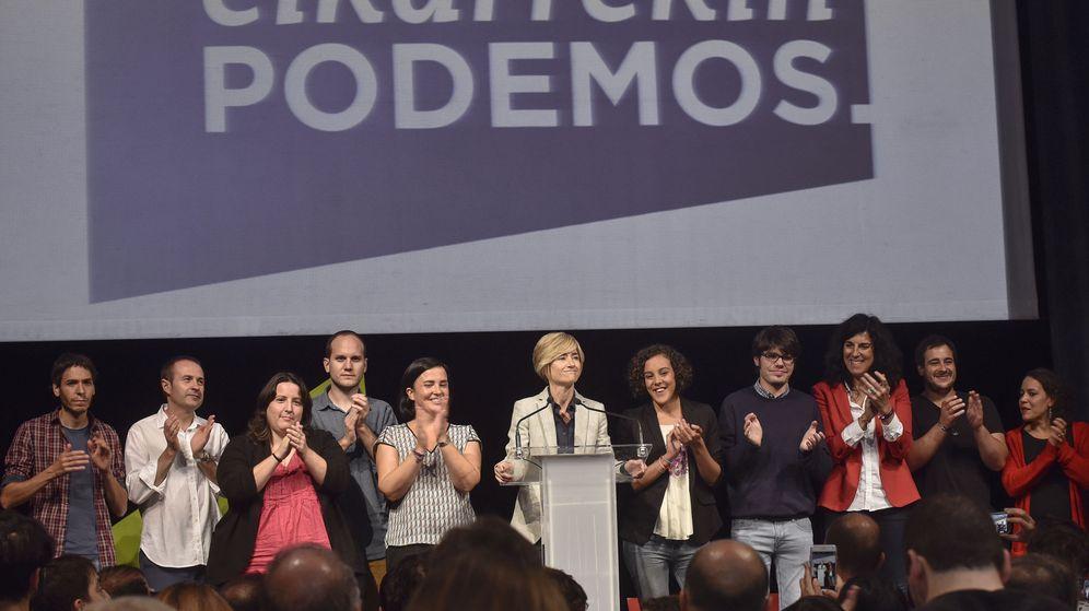 Foto: La candidata a lendakari de Elkarrekin Podemos, Pili Zabala (c), valora los resultados obtenidos en las elecciones al Parlamento vasco. (EFE)
