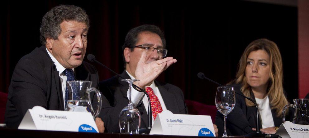 Foto: El presidente de la Fundación Cajasol, Antonio Pulido (c), y la presidenta de la Junta de Andalucía, Susana Díaz (d). (EFE)