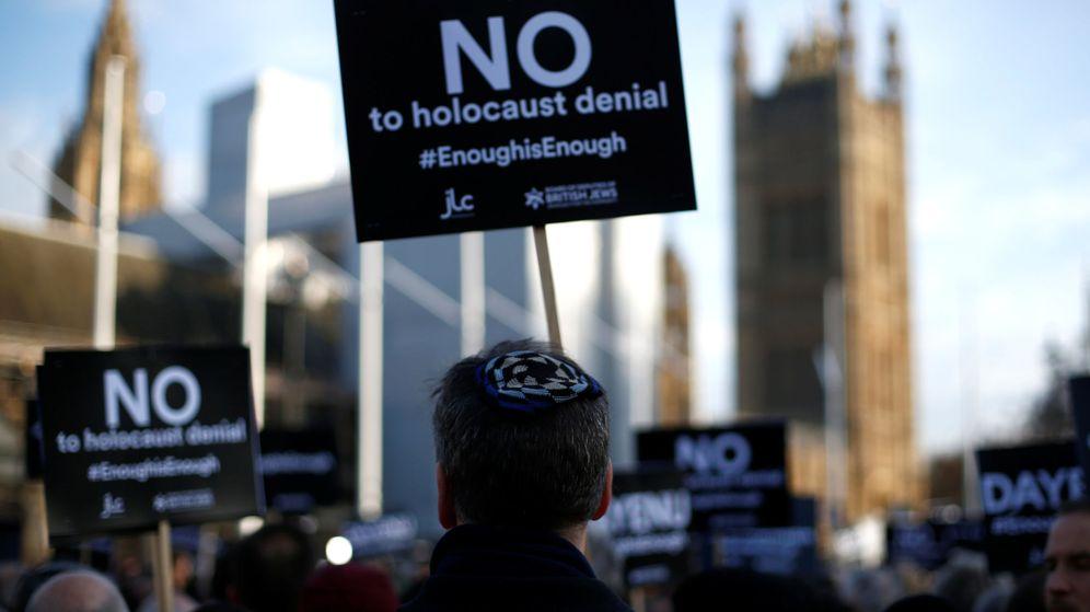 Foto: Protesta contra el antisemitismo frente al Parlamento británico en Londres, el 26 de marzo de 2018. (Reuters)