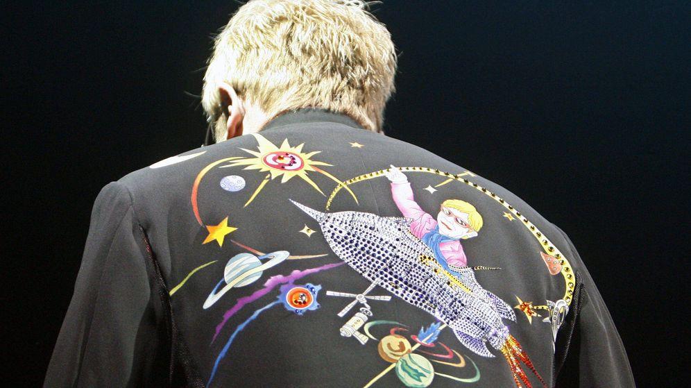 Foto: Elton John, durante su gira 'Rocket Man' en 2009 | EFE