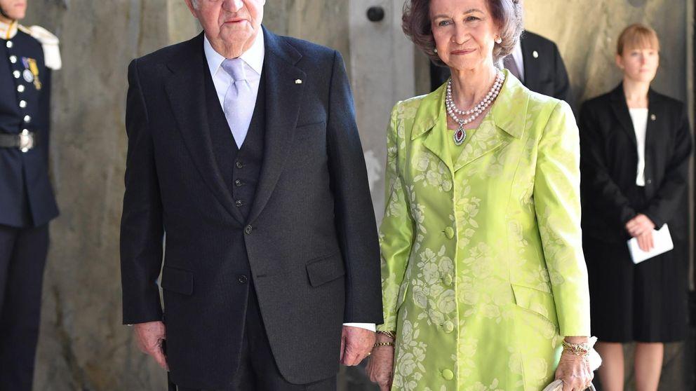 Los Reyes eméritos reaparecen juntos en Suecia después de cinco meses