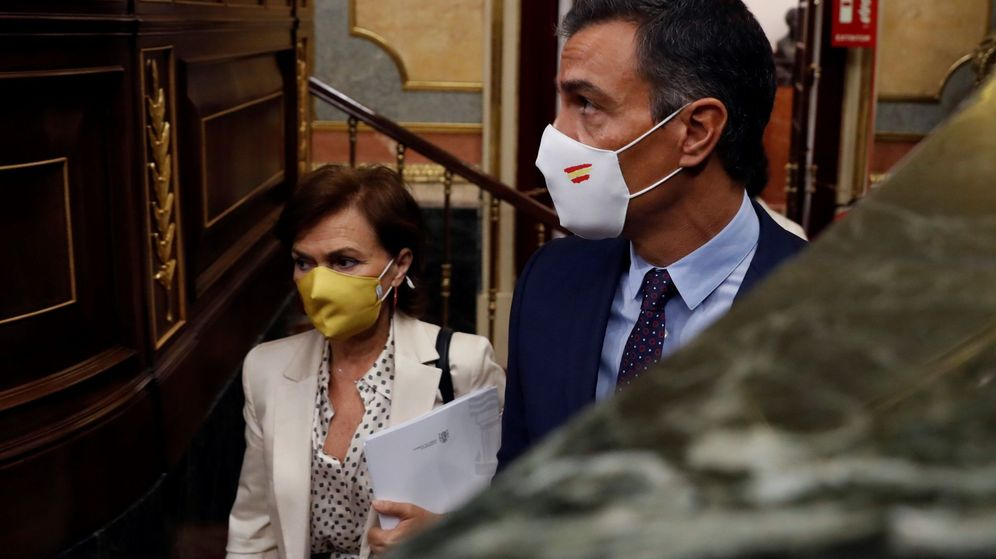 Foto: El presidente del Gobierno, Pedro Sánchez, y la vicepresidenta Carmen Calvo. (EFE)