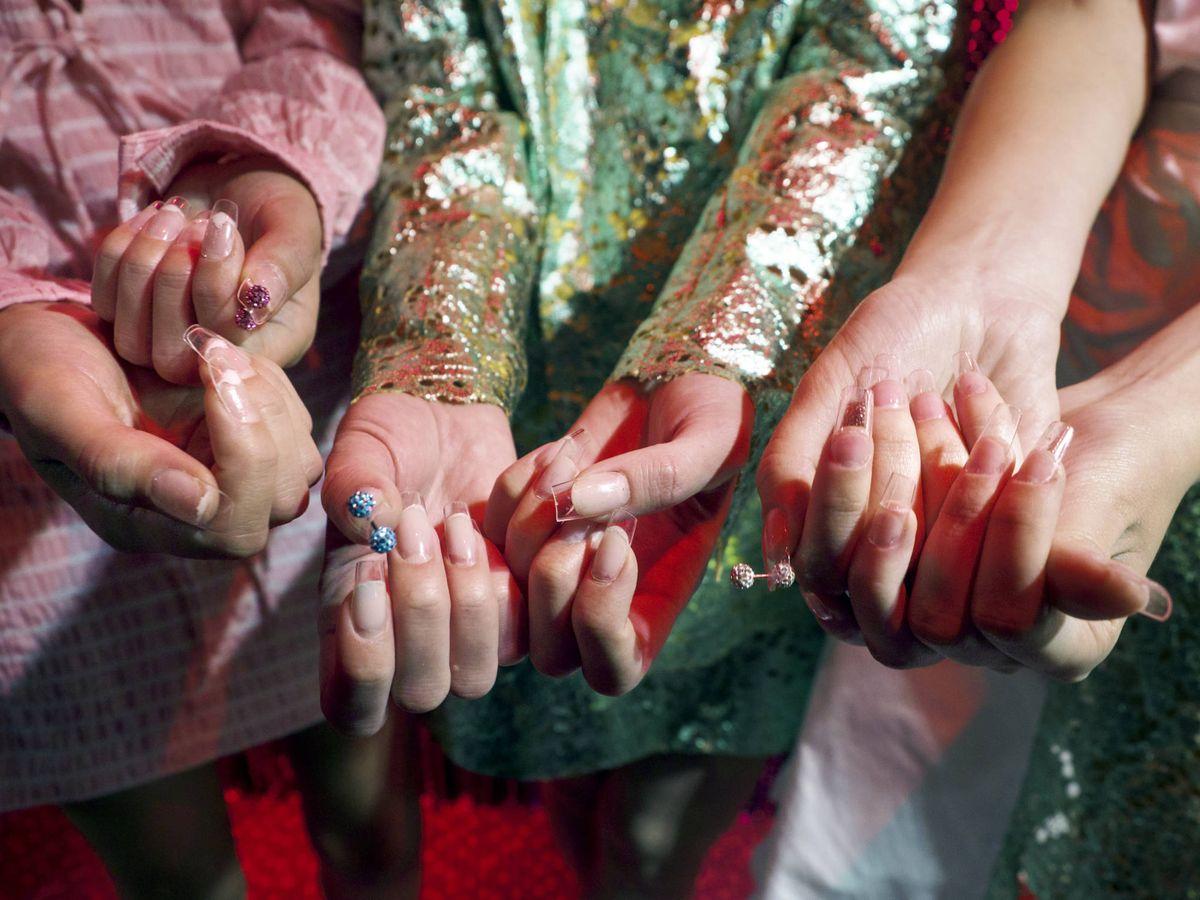 Foto: Abusar de esmaltes de dudosa calidad puede debilitar las uñas. (Imaxtree)