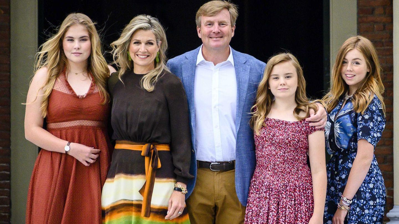 La familia, en el posado de verano de 2019. (EFE)