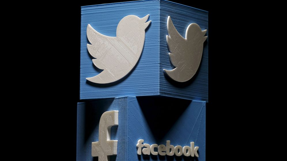 Foto: Logos de Twitter y Facebook, impresos en 3D. (Reuters)