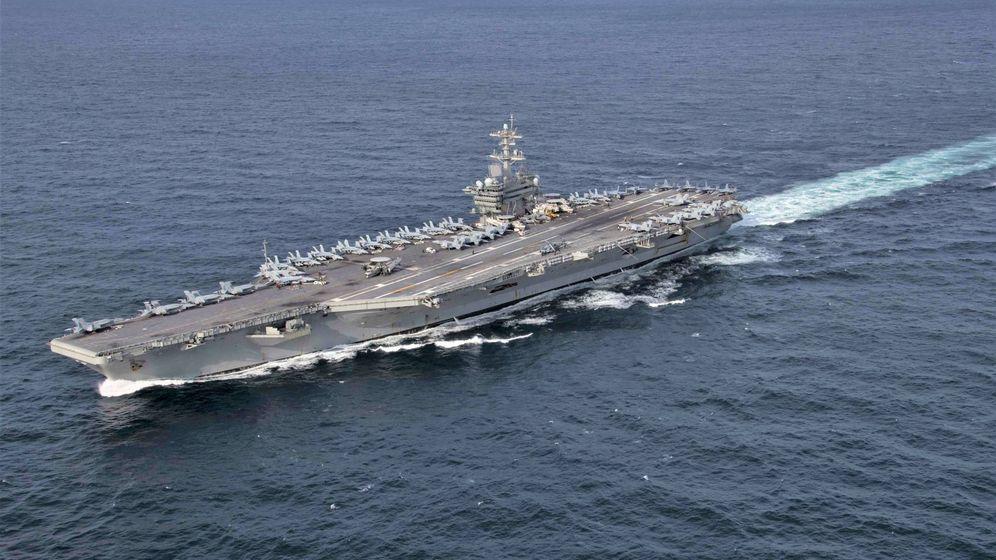 Foto: El USS Abraham Lincoln en navegación (US Navy)