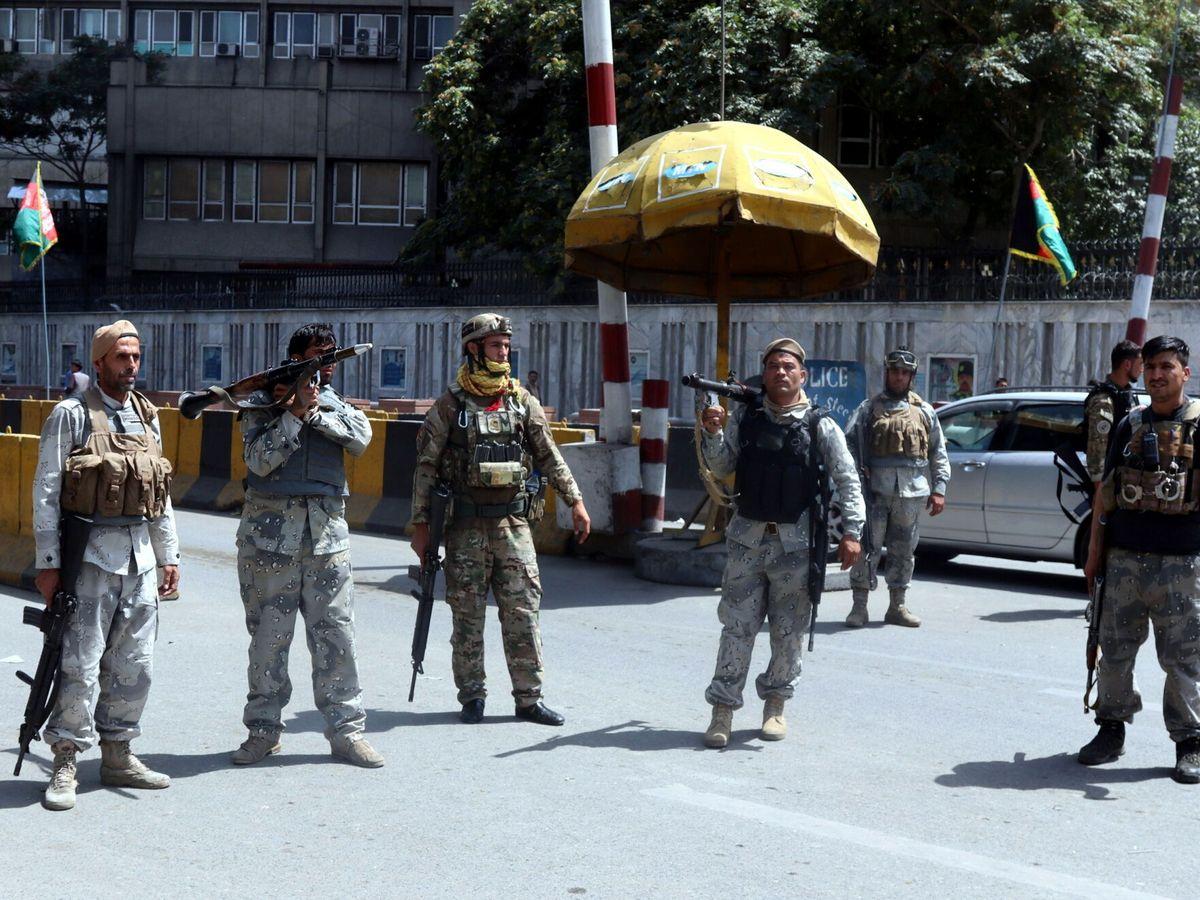 Foto: Agentes de seguridad en Kabul (Afganistán). (EFE)
