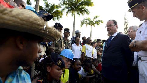 Hollande llega a Cuba en la primera visita oficial de un presidente francés