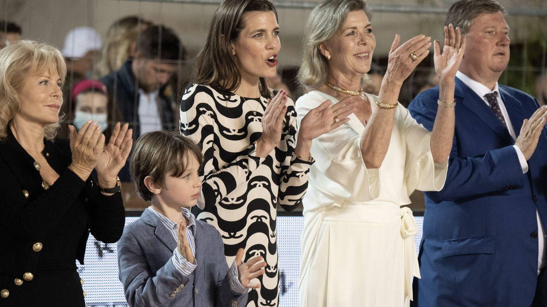 Carlota Casiraghi junto a su hijo y su madre en la competición Internacional de Salto de Montecarlo. (Gtres)