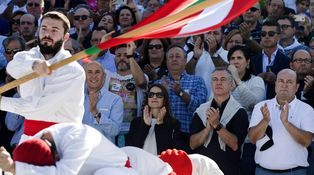 ¡Falangista, talibán!, el Gobierno vasco se une al PNV en su guerra contra Rivera