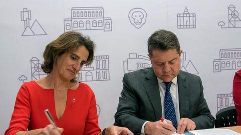 Caza, los toros, el diésel, el carbón... Los barones del PSOE claman contra Ribera