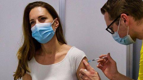 Kate se quita el traje de princesa para vacunarse: vaqueros, camiseta y cara lavada
