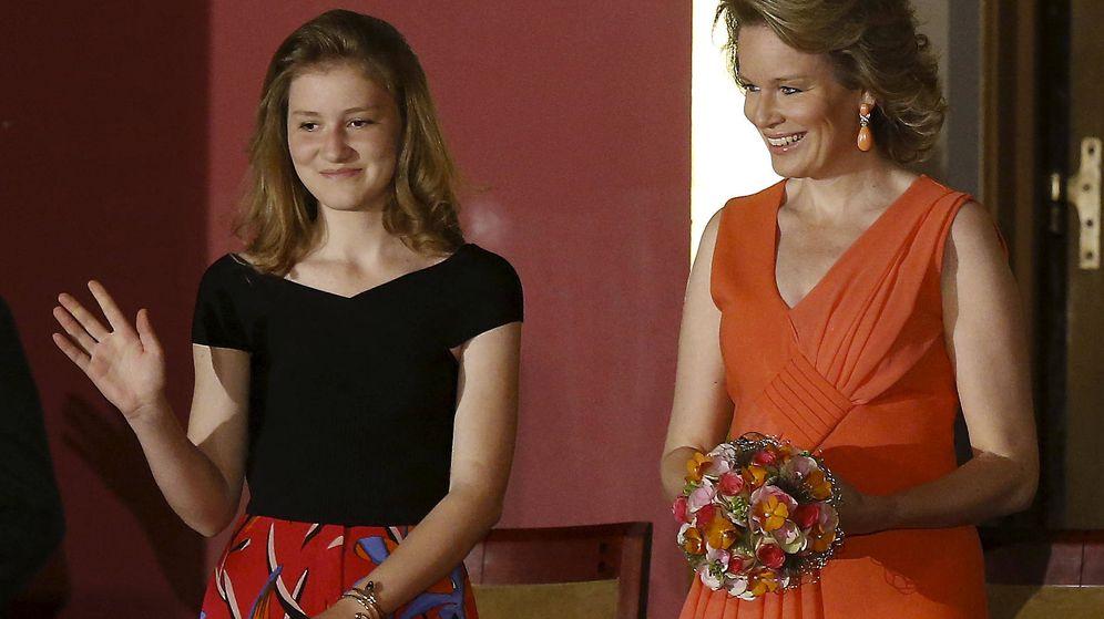 Foto:  Elisabeth de Bélgica, con su madre, la reina. (Gtres)