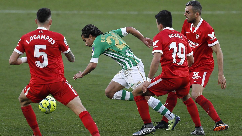 Diego Lainez fue uno de los futbolistas más destacados del derbi. (Efe).