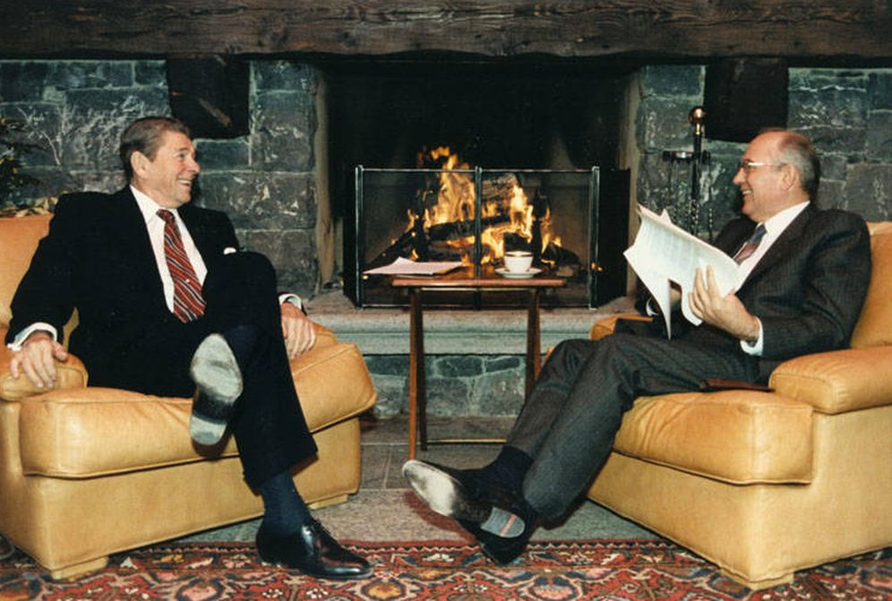 Foto: Primer encuentro entre el presidente estadounidense Ronald Reagan y el líder soviético Mijail Gorbachov, en noviembre de 1985 (Biblioteca Presidencial Ronald Reagan)